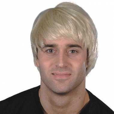 Blonde hunk pruik carnaval
