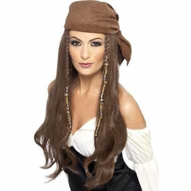 Bruine lange piratenpruik dames carnaval
