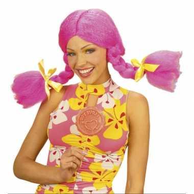 Fel gekleurde roze Dolly pruik carnaval